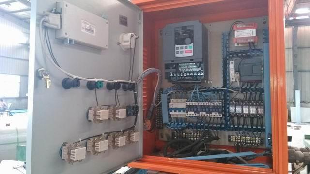 变频器安装在压瓦机自动控制系统电气柜内